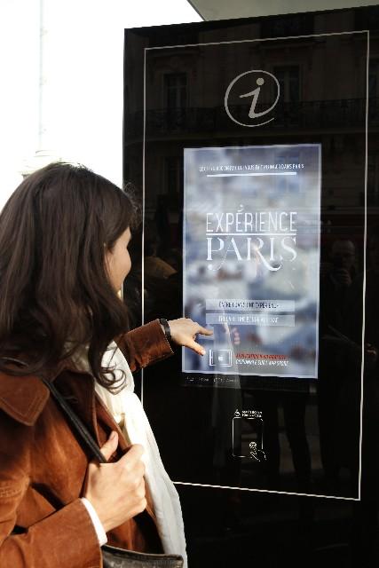 experience paris sur les abris bus Decaux avec la Mairie de Paris