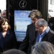 Experience Paris sur les abris-bus digitaux Decaux dans Paris